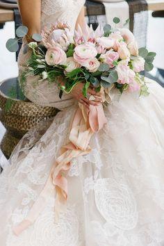 25 fantastische bruidsboeketten voor jullie voorjaars bruiloft - In White