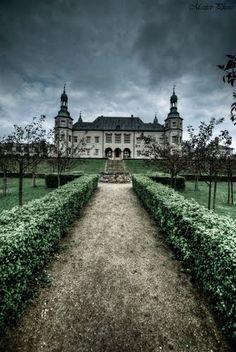 Boulevard to the palace by Konrad Masternak.  Kielce Palace, Poland