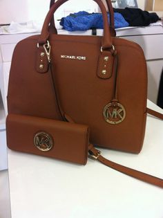 MK Handbag (photo by: Carla Pennington) Mk Handbags, Handbags Michael Kors, Purses And Handbags, Michael Kors Sale, Michael Kors Hamilton, Cheap Mk Bags, Mk Outlet, Wholesale Bags, Bag Accessories