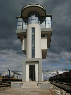 Railway traffic control tower Cottinelli Telmo 1936/38 Pinhal Novo, Portugal Bauhaus, Futuristic Architecture, Architecture Design, Bubble House, Colani, Modernisme, Streamline Moderne, Art Deco, Dome House