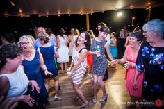Randy had this crowd going at Tryon Palace in New Bern NC  Traci Arney Photography #wedding