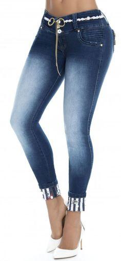 Jeans levanta cola WOW 86287 Estilo Fashion, Denim Fashion, Womens Fashion, Ripped Denim, Denim Pants, Jeans Refashion, Indian Fashion Trends, Embroidered Jeans, Sexy Jeans