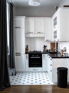 Scandinavian Style Black and White Kitchen Design