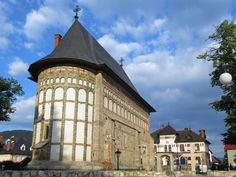 In the time of Stefan the Great, the Church of St. John (1498) in Piatra Neamt, Romania, was part of the Princely Court.