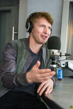 """Il cantante britannico è tornato negli studi di Radio 105 per regalare qualche nuovo aneddoto sul suo ultimo album """"The Afterlove""""."""