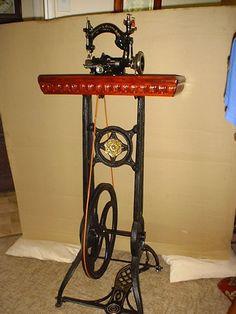 straw sewing machine | Willcox & G ibbs s/n BS589617