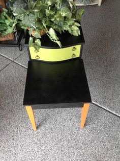 https://www.facebook.com/groups/148871301967379/  Gilbert Boutique By Shelly  By Shelly Nemeth Annie Sloan Paint Furniture make over! Side table