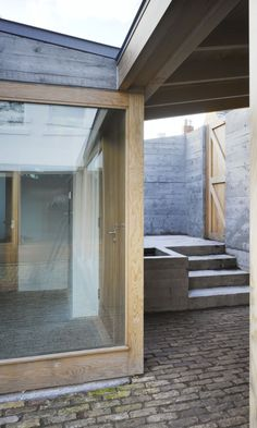Image 4 of 13 from gallery of Laneway Wall Garden House / Donaghy & Dimond Architects. Photograph by Ros Kavanagh Space Architecture, Contemporary Architecture, Amazing Architecture, Architecture Details, Architecture Ireland, Entrance Signage, Dublin House, Mews House, Patio Interior