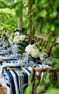 Backyard brunch wedding outdoor dining ideas for 2019 White Table Settings, Outdoor Table Settings, Place Settings, Brunch Wedding, Al Fresco Dining, Outdoor Entertaining, Outdoor Dining, Tablescapes, Blue And White