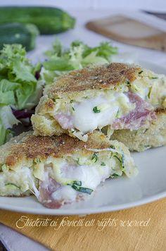 Hamburger di #zucchine e #patate con #prosciutto e #mozzarella