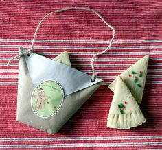 Sense and Simplicity: Cookie Gift Packaging Using an Origami Cup Homemade Christmas Gifts, Christmas Diy, Origami Cup, Chanel Poster, Diy Recycling, Home Remedies For Hair, Cookie Gifts, Fish Shapes, Window Stickers