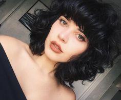 """9,004 curtidas, 176 comentários - Débora Alcântara (@deboralcantara) no Instagram: """"Curto, repicado e com franja mesmo! ❤️✨"""""""