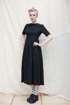 Very nice long A model shaped dress, lovely girly like, buf with heels or with boots it changes a very nice basic, with coloured skarfs, a chique colbert