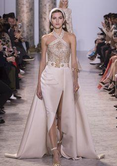 Sehen Sie hier alle Bilder der Show von Elie Saab während der Haute Couture Paris für Frühjahr/Sommer 2017