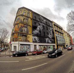 Over the corner #bülowhood #urbannationberlin #streetart #mural #handiedan #lihill #berlin #schöneberg #urbanart #wallart #streetartberlin #graffiti #pasteup #streetarteverywhere #berlinstagram
