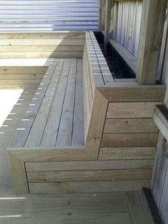 30 Exciting Outdoor Wooden Bench Seat Design Ideas With Planter Box Deck Bench Seating, Backyard Seating, Garden Seating, Outdoor Seating, Backyard Patio, Outdoor Wooden Benches, Porch Bench, Wooden Garden Seats, Wooden Bench Seat