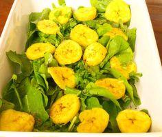 Salada Rúcula com Banana    Ingredientes  2 rúcula (folhas -( pé))  2 banana da Terra  3 colheres de sopa azeite extra virgem  1 pitada sal  1 pitada pimenta do reino (para decorar)