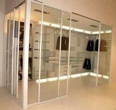 vestidor con puertas de cristal