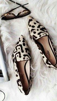 26 zapatos planos que querrás probar Shoes Schuhe für Frauen Schuhtrends Cute Shoes, Me Too Shoes, Flat Shoes Outfit, Cute Flats, Shoes Flats Sandals, Outfit Work, Shoes Sneakers, 70s Fashion, Fashion Shoes