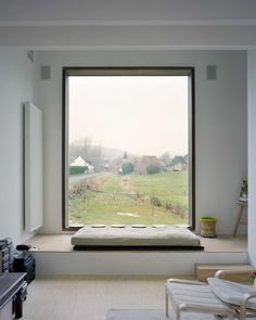 Window seat at Family House; Belgium by GWM Architects Modern Window Seat, Window Benches, Modern Windows, Window Seats, Window View, Side Window, Open Window, Window Frames, Interior Architecture