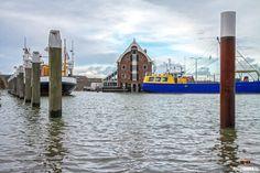 Storm op Texel / Storm on Texel. #Texel #storm #wind #zee #zand #strand #beach #sea #sand #people #duin #dune #nature #natuur #fotografie #fotograaf #waddeneiland #justinsinner #paal9 #oudeschild #haven #harbor #flood #ship #restaurant #pakhuus http://justinsinner.nl https://justinsinner.werkaandemuur.nl/nl