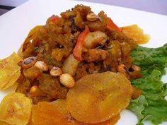 Se ha dicho que la comida de Piura, al norte del Perú, es llamativa, abundante y hasta explosiva. Y aunque el cebiche es el plato por excelencia de casi todo el norte del país, existen otros Peruvian Recipes, The Best, Chicken, Ecuador, Food, Restaurants, Peruvian Cuisine, Vegetarian Recipes, Cooking Recipes