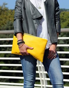 The Yellow Seal Pochette Italy Magazine, Leather Clutch Bags, Zip, Sweatshirts, Mustard, Honey, Outfits, Products, Fashion