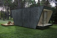DROP box CW HAVE A CUP OF MORNING COFFEE IN THE MIDDLE OF THE FOREST OR SHOWER WITH A PANORMAIC VIEW OVER A CLIFF Modular suite Part of the DROP microarchitecture collection, DROP box CW is a low-impact modular hotel suite that