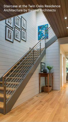 Stair Railing Design, Home Stairs Design, Interior Stairs, Dream Home Design, Modern House Design, Home Interior Design, Modern Stairs Design, Modern Lake House, Railings