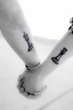 Love this idea♥King and queen chess piece tattoo Couple Tattoos Love, Love Tattoos, Unique Tattoos, Body Art Tattoos, Tattoo Art, Couple Tattoo Ideas, Wild Tattoo, Finger Tattoos, Arm Tattoo