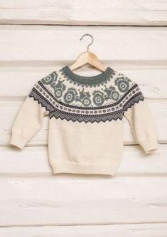 Traktorgenser pattern by Sandnes Garn Baby Boy Knitting Patterns, Baby Sweater Knitting Pattern, Fair Isle Knitting Patterns, Knitting Charts, Knitting For Kids, Knitting Designs, Baby Patterns, Handgestrickte Pullover, Boys Sweaters