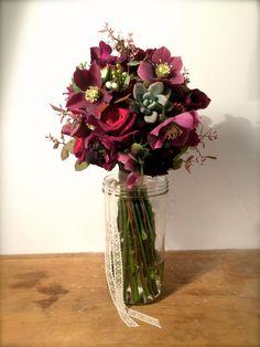 #bouquetdemariée #bridalbouquet #pourpre #hellebore #succulente  www.madame-artisanfleuriste.com