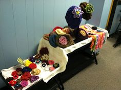 Linda Danforth Studio: Fiber art (hats, scarves, flower pins) by Lori Adams