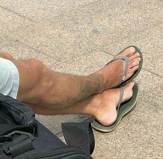 Mens Beach Shoes, Bare Men, Barefoot Men, Mens Flip Flops, Male Feet, Hot Boys, Sock Shoes, Flip Flop Sandals, Beautiful Men