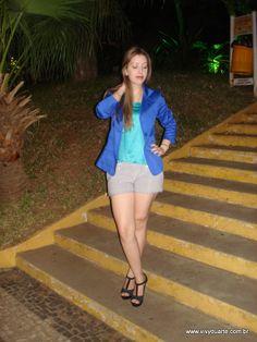 Vivy Duarte: Look do Dia: Blazer Azul e Clutch de Caveira