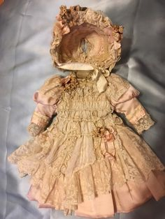 Beautiful Clothes, Beautiful Outfits, Doll Costume, Costumes, Antique Clothing, Child Doll, Antique Dolls, Clothing Patterns, Doll Clothes