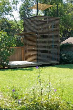 Tree House idea - lovely horizontal wood siding, great image of the modern open walls imagined for the treehouse Backyard Fort, Backyard Playhouse, Backyard Playground, Backyard For Kids, Modern Playhouse, Pallet Playhouse, Build A Playhouse, Kids Cubby Houses, Play Houses
