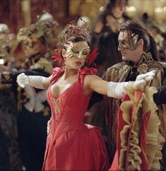 The ball of Dracula. Kate Beckinsale and Richard Roxburgh in Van Helsing Masquerade Ball Gowns, Ball Gowns Prom, Ball Dresses, Quince Dresses, 15 Dresses, Kate Beckinsale, Famous Monsters, Retro Costume, Anna Costume
