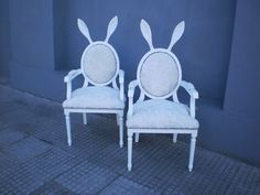 Divertidas sillas laqueadas -- tapizadas en peluche --- Aprigliano Muebles