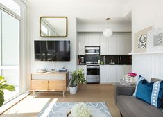 5 Design Secrets of Women Who Live In Small Spaces — PureWow Small Space Design, Small Space Living, Small Rooms, Narrow Rooms, Space Furniture, Furniture For Small Spaces, Big Houses, Little Houses, Villa