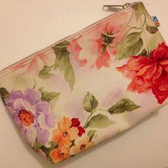 Pouch flower 1 IDR80.000 #pouch#pouchflower#dompet#bunga#vintage#flower#elegant#classy#pink#pastel#gorgeous#unique#murmer#jualanku#bukalapak#jualankakak#photoftheday#instagram#jakarta#indonesia#olshopindo#trustedseller#trustedolshop#highquality