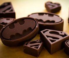 Moldes para hielo de los logos de Batman y Superman