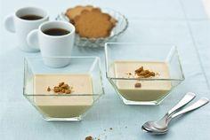 """Mocca pannacotta ✦ Kahvinystävien jälkiruoka. Pannacotta eli """"keitetty kerma"""", on italialainen jälkiruoka, jonka valmistus on suhteellisen nopeaa. Vaatii kuitenkin hieman malttia odottaa herkun hyytymistä noin 4 tuntia ;) http://www.valio.fi/reseptit/mocca-pannacotta/"""