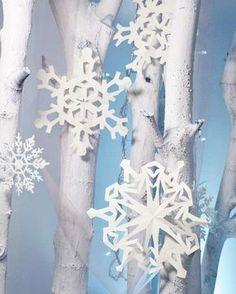 Also wir wären bereit für den Winter, wie sieht es bei euch aus? Die Schneeflocken aus Papier sind übrigens eine super Deko für eine Eiskönigin-Party (und so leicht zu machen!) #eiskönigin #eisköniginparty #papersnowflake #schneeflocken #basteln #bastelnmitkindern #kinder #familie #momlife #kindergeburtstag #geburtstagsdeko #partydeko #partydecorations #partysupplies #partyideas #icequeen #winterwonderland #kidsbirthdayparty #crafts #crafting #selbstgemacht #diy #diys #deko #lebenmitkind…