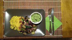 Zucchini-Auberginen-Ragout mit Aprikosen, Kurkuma-Bulgur und Kokos-Limetten-Sprinkel. Das Rezept ist der Knaller...
