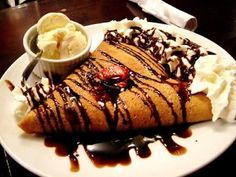 Crepe de brigadeiro com calda de chocolate e nozes - Foto ilustrativa (Foto: SXC)