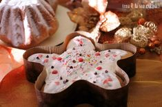 La stella di pandoro con cioccolato bianco è un dolce natalizio preparato con l'impasto del pandoro sfogliato,una ricetta lunga ma molto soffice e profumata