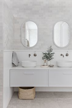 Weekly dose of inspiration we love Beach House Bathroom, Laundry In Bathroom, White Bathroom, Bathroom Vanities, Bathroom Ideas, Home Room Design, Bathroom Interior Design, Hampton Style Bathrooms, Bathroom Design Inspiration