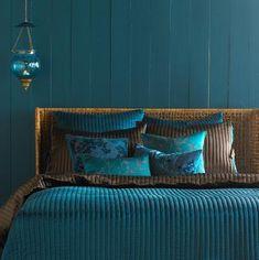 En mood : comme une plume de paon Dark Teal Bedroom, Peacock Bedroom, Teal Bedrooms, Peacock Bedding, White Bedroom, Casual Bedroom, Bohemian Bedroom Decor, Bedroom Sets, Bedroom Colors