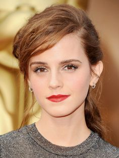 Emma Watson Lipstick | Emma Watson went for a classic Hollywood glamour makeup look, but with ...